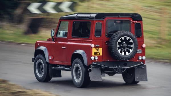 Ce Defender est équipé d'un V8 de 400 chevaux, ce qui en fait l'un des Defender les plus puissants jamais produits.