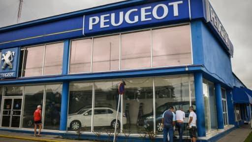 Un concessionnaire Peugeot à La Havane.