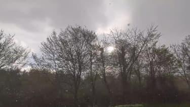 Calvados : averses de grésil à Lisieux - Témoins BFMTV