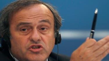 Michel Platini estime que l'arbitrage vidéo coûtera 50 millions d'euros sur cinq ans à l'UEFA.