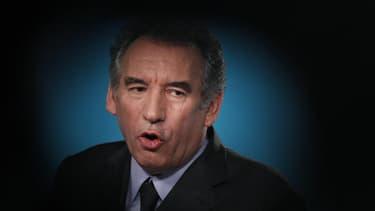 """L'heure de vérité est venue pour François Hollande qui doit s'exprimer dimanche à la télévision quatre mois après son arrivée à L'Elysée, estime François Bayrou, qui appelle le chef de l'Etat à """"s'élever au niveau historique de ses responsabilités."""" /Phot"""