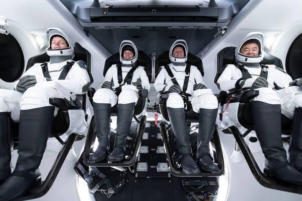 La capsule Crew Dragon avec Thomas Pesquet.