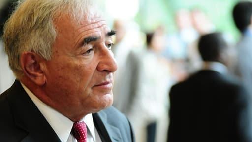 DSK participe à un cycle de conférences, où il intervient en tant qu'expert économique.