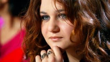 La romancière Alexandra Besson, alias Ariane Fornia, fille d'Eric Besson membre du parti socialiste et Sylvie Brunel, économiste et géographe, le 04 mai 2004 à ParisMULLER