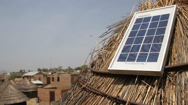 Les utilisateurs d'Azuri deviennent propriétaires du système de production d'énergie solaire après 18 mois d'abonnement.