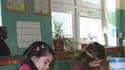 Cours de dessin dans une école primaire française
