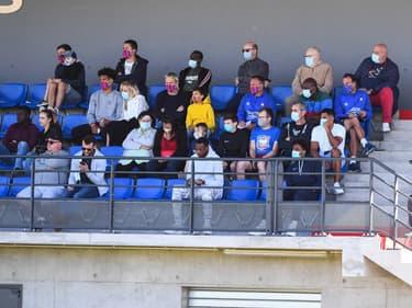 Des spectateurs pour le match Caen-Paris FC