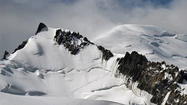 Dans les Alpes, le Mont Maudit avec le Mont Blanc en toile de fond, le 20 juillet 2019.