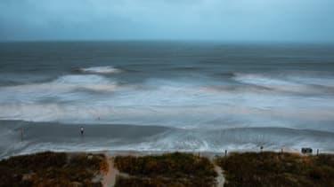Isaias approchant des côtes de Caroline du Sud, le 3 août.