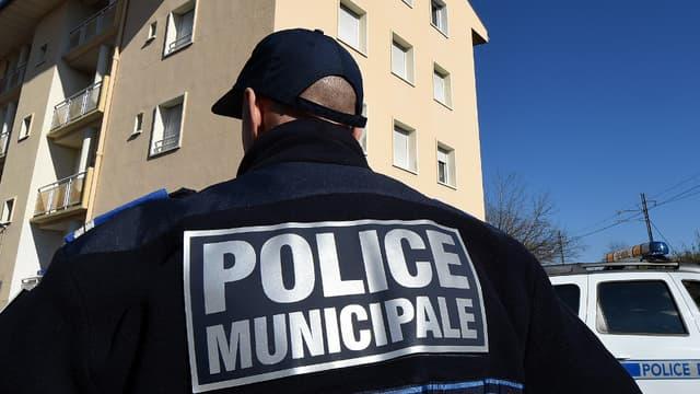 Le gouvernement va mettre à disposition des collectivités plus de 4.000 revolvers pour les policiers municipaux