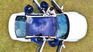 Le groupe coréen commercialisera dès l'année prochaine de voitures équipées de panneaux solaires sur leur toit ou leur capot.