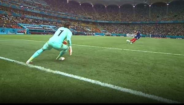 Le pied gauche de Yann Sommer touche la ligne de but au moment de la frappe de Kylian Mbappé