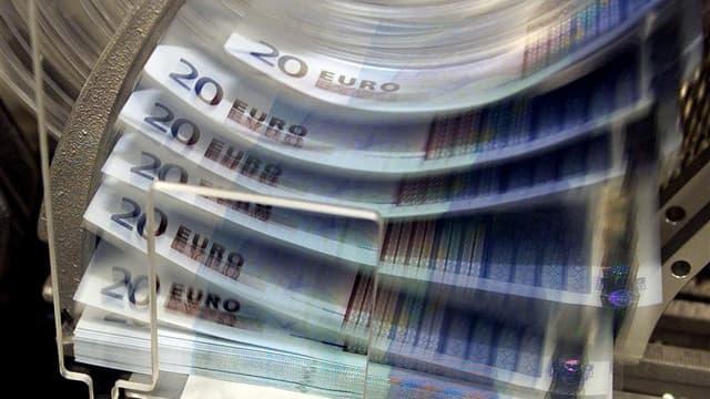 L'OCDE prévoit que l'économie française ne croîtra que de 0,3% en 2012, que le chômage augmentera et que de nouvelles mesures devront être prises pour atteindre les objectifs de réduction du déficit. /Photo d'archives/REUTERS/Thierry Roge