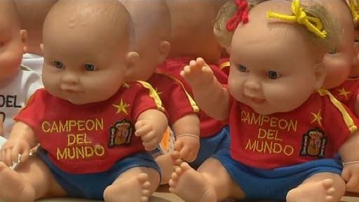 Dans les vitrines des magasins, les Espagnols ne manquent pas de rappeler leur titre de champion du monde.