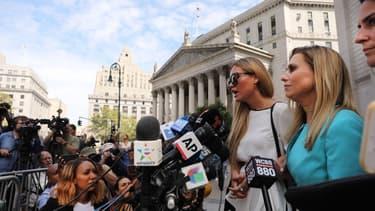 Jennifer Araoz, l'une des femmes qui accuse Jeffrey Epstein de l'avoir violée alors qu'elle était encore mineure, ce mardi devant le tribunal de New-York.