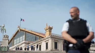 Un policier devant la gare Saint-Charles à Marseille le 1er octobre 2017.
