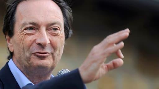 Michel-Edouard Leclerc annonce une répercution différée de la hausse de la TVA dans ses magasins.