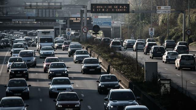 Depuis mardi la circulation alternée est appliquée à Paris.