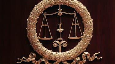 Une jurée a été exclue après avoir refusé d'ôter son foulard lors de la prestation de serment. (Photo d'illustration)