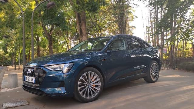 Audi dévoile une nouvelle version de son SUV 100% électrique, cette fois ci déclinée en SUV coupé.