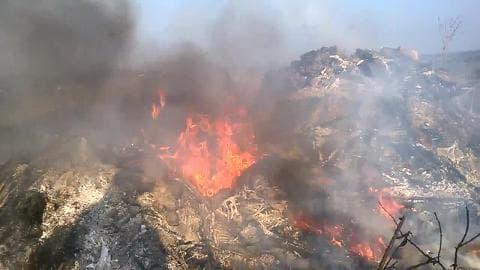 Brûler des pneus usagés engendre la pollution - Témoins BFMTV