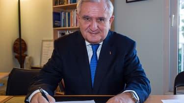 Jean-Pierre Raffarin, actuel co-président par intérim de l'UMP, pourrait se présenter à la présidence du sénat.