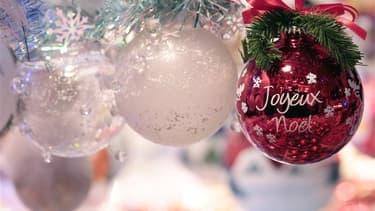 Les magasins débordent déjà des décorations et chocolats de Noël.