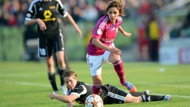 Les joueuses lyonnaises (ici Louisa Necib) gardent une courte avance sur le PSG au championnat.