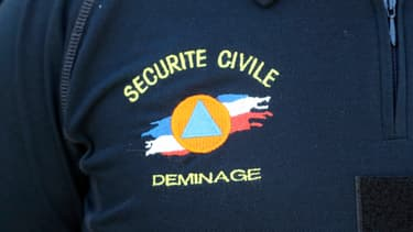 This photo taken on June 9, 2016 in Marly-le-Roi shows the logo of the National Demining Unit of the Ministry of Interior on a member's shirt. AFP