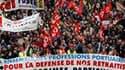 Des milliers de personnes ont fait grève et manifesté mardi en France (comme ici, à Marseille) dans le cadre d'une journée d'action pour l'emploi, les salaires et les retraites. /Photo prise le 23 mars 2010/REUTERS/Jean-Paul Pélissier