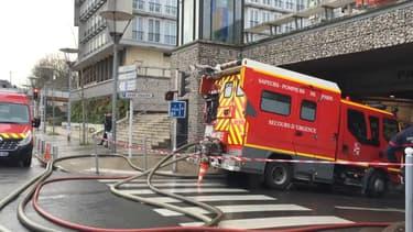 Un incendie dans un parking souterrain a entraîné l'évacuation d'un immeuble de 250 personnes à Choisy-le-Roi.