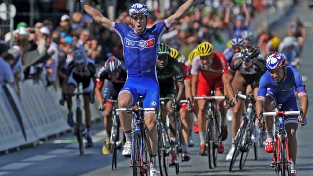 Arnaud Démare devance Nacer Bouhanni au sprint pour enlever son premier titre de champion de France