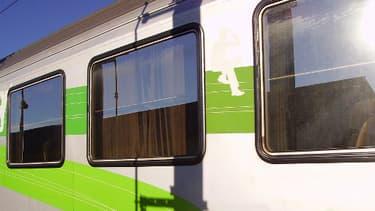 C'est dans un train Corail comme celui-ci - ici le 15 août 2013 à Cosne-sur-Loire - que s'est produite l'agression.