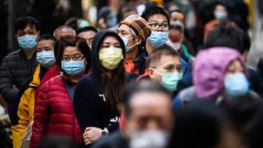 Port du masque dans les rues de Hong Kong