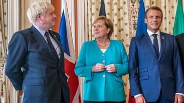 Le Premier ministre britannique Boris Johnson, la chancelière allemande Angela Merkel et le président français Emmanuel Macron lors du sommet du G7 à Biarritz, le 24 août 2019