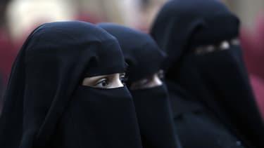 Des femmes portant le voile islamique. - Illustration