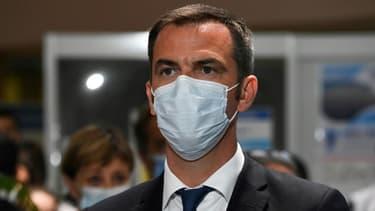Le ministre de la Santé Olivier Véran lors d'une visite du Premier ministre Jean Castex au CHU de Montpellier, le 11 août 2020