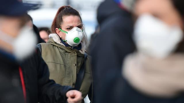 Image d'illustration, personnes portant des masques