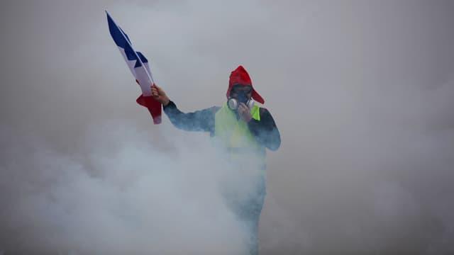 Lors de la troisième journée nationale de mobilisation des gilets jaunes à Paris, le 1er décembre.