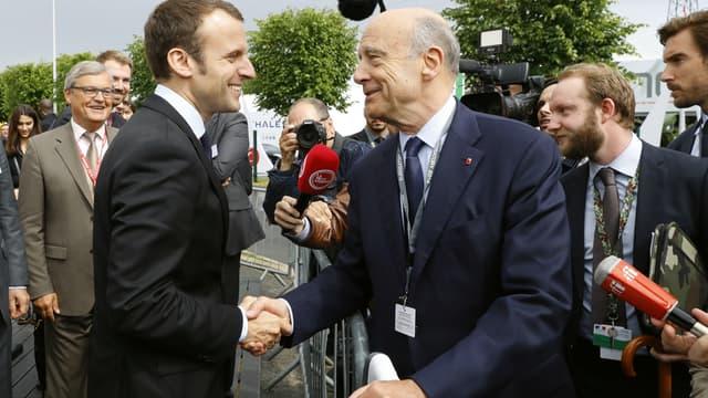 Emmanuel Macron et Alain Juppé en juin 2016.