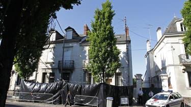 A Nantes, devant la maison où avaient été retrouvés les corps des quatre enfants et de l'épouse de Xavier Dupont de Ligonnès, l'an dernier. Une soixantaine de personnes ont pris part samedi à Nantes à une marche silencieuse en mémoire d'Agnès Dupont de Li