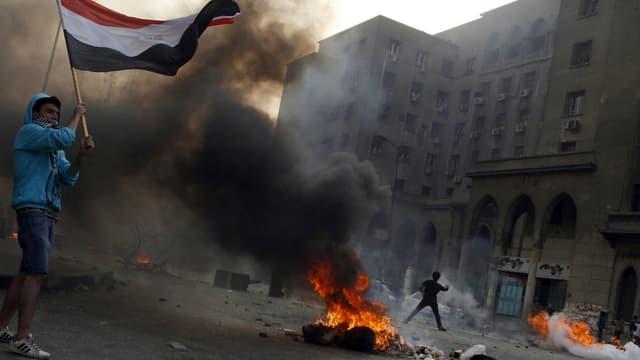 Des affrontements ont à nouveau éclaté au Caire, le 6 octobre, faisant plusieurs dizaines de morts.