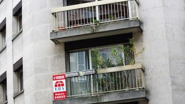 Vue du balcon d'un appartement à Paris (image d'illustration)