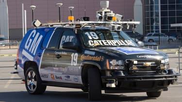 C'était déjà en 2008, une Chevrolet Tahoe équipée de LiDAR, de radars et de cameras lors du Consumer Electronics Show de Las Vegas.