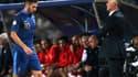 Karim Benzema et Didier Deschamps... Aucun regard entre les deux hommes au moment de la sortie du Madrilène