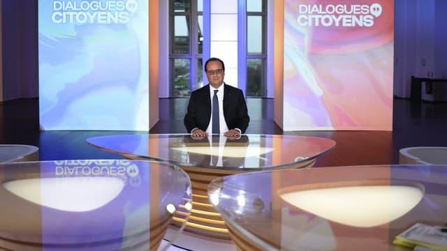 François Hollande parle aux Français.
