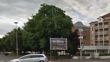 Le boulevard Devaux, où l'enfant a été percuté, à deux pas de la synagogue de Poissy.