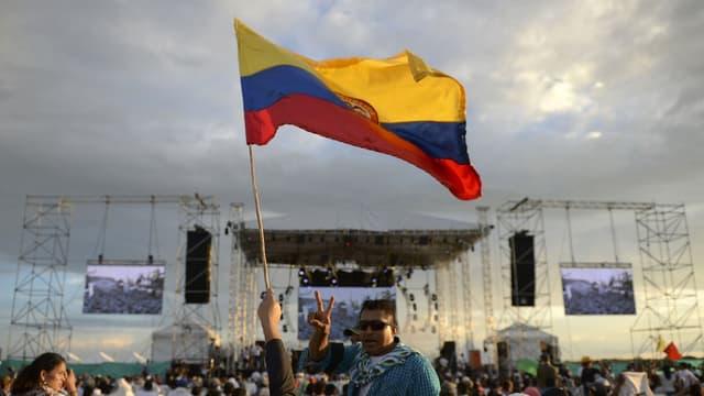 Le 26 septembre 2016, les Farc assistent à l'accord de paix historique en Colombie.