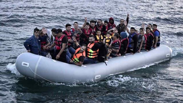 Des réfugiés syriens se dirigent vers l'île de Lesbos