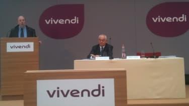 Le directeur financier Philippe Capron et le président du directoire Jean-François Dubos présentant les résultats 2012